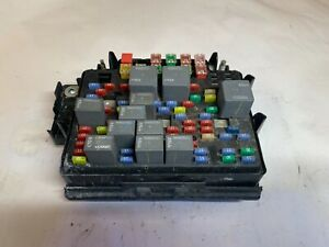 2003 2006 Chevy Suburban Tahoe 8 1l Engine Compartment Fuse Relay Box 15115617