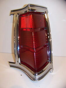 1969 Chrysler Town Country Rh Taillight Oem 2930316