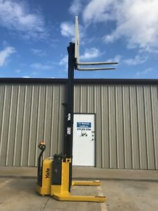 2015 Yale Walkie Stacker Walk Behind Forklift Straddle Lift Only 224 Hours