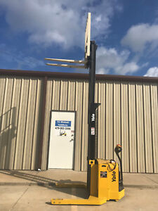 2009 Yale Walkie Stacker Walk Behind Forklift Straddle Lift Only 2371 Hours