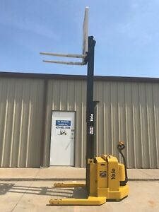 2004 Yale Walkie Stacker Walk Behind Forklift Straddle Lift only 507 Hours