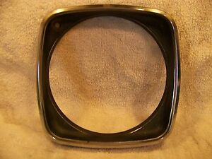 1968 Chrysler New Yorker Rh Head Light Bezel 2786016 Nice Oem