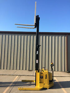 2004 Yale Walkie Stacker Walk Behind Forklift Straddle Lift only 669 Hours