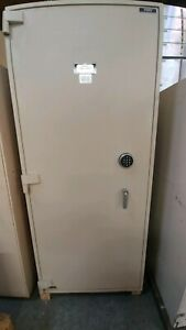 Tl 15 Security Safe With Safe Deposite Boxes Diebold