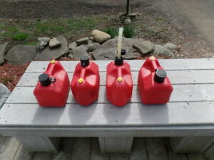 4 Total Vintage Blitz 11805 1 gallon 4 oz Red Plastic Pre ban Vented Gas Cans