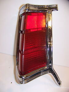 1969 Chrysler Town Country Lh Taillight Oem 2930317