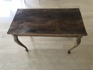 Antique Wood End Table With Decorative Feet