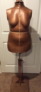 Vintage 1940 s Singer Sewing Seamstress Molded Dress Form Mannequin Wooden Stand