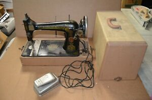 Vintage Singer Sewing Machine Model 127 Sphinx 1920 Cast Iron With Case