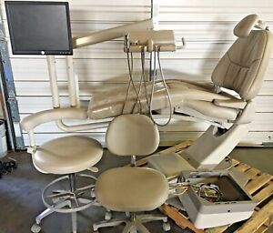 Adec 1040 Dental Chair W 2122 Radius Doctor s Delivery Monitor Mount Stools