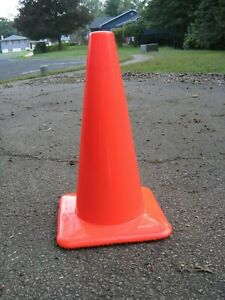 19 Traffic Safety Cones qty 6 Municipalities Construction Emergency Parking