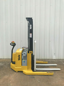 2005 Yale Walkie Stacker Walk Behind Forklift Straddle Lift Only 2852 Hours