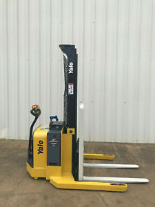 2009 Yale Walkie Stacker Walk Behind Forklift Straddle Lift Only 2047 Hours