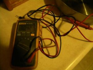 Used Working Fluke 110 True Rms Multimeter Voltmeter With Leads