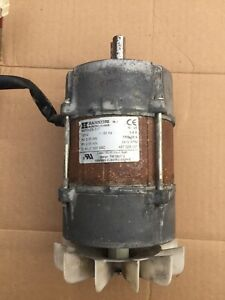 Wascomat Td3030 Dryer Fan motor Ec95c80 2t 120v 60hz Motor Used