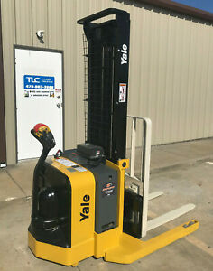 2009 Yale Walkie Stacker Walk Behind Forklift Straddle Lift Only 2441 Hours
