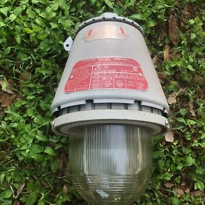 Appleton Electric Company A 51 Series Vented Explosion Proof Lighting Fixture 3