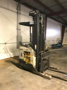 Crown Rr 5700 Series Narrow Aisle Reach Truck Forklift S s 36v Batt Ac Drive