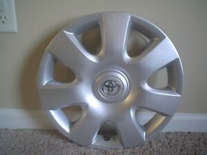 1 2002 04 Toyota Camry 15 Oem 7 slot Hubcap Wheel Cover 42621aa080 61115