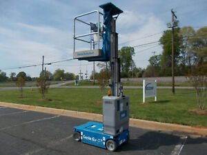 2011 Genie Gr12 12 Electric Personnel Lift 12ft Platform Lift Man Lift