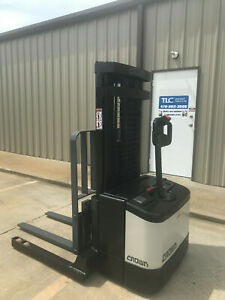 Crown Ws 2000 Walkie Stacker Straddle 160 4000 Capacity Forklift W Side Shift