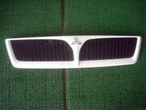 Mitsubishi Lancer Cedia Front Grill Grille Cs5w 2002 2003
