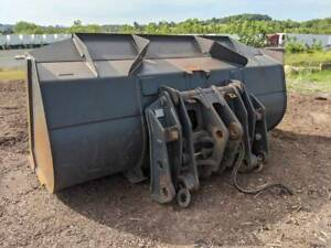Jrb 418 Coupler 4 Yard Bucket And Heavy Duty Forks