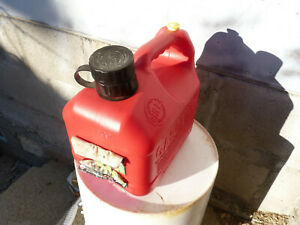Blitz 1 Gallon 4 Oz Pre Ban Vented Gas Fuel Can Model 11805