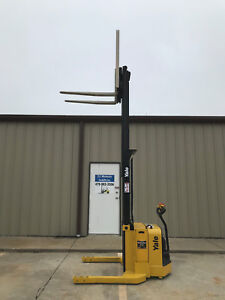 2009 Yale Walkie Stacker Walk Behind Forklift Straddle Lift Only 3432 Hours