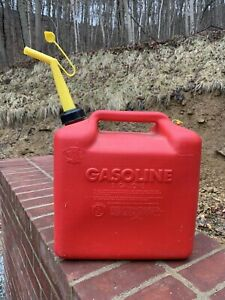Chilton 5 Gallon Plastic Gas Gasoline Can Pour Spout Vented Quality Usa Blitz