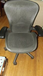 Herman Miller Aeron Chair Size B Excellent Condition New Heavy Duty Cartridge