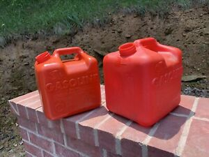 Vintage Vented Model P20 2 Gallon 12 Ounces And 2 Gal Gas Can No Spouts