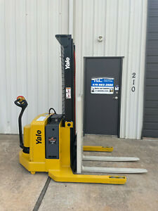 2005 Yale Walkie Stacker Walk Behind Forklift Straddle Lift only 1610 Hours
