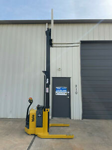 2014 Yale Walkie Stacker Walk Behind Forklift Straddle Lift Only 2131 Hours