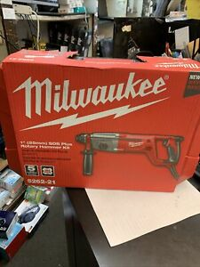 New Milwaukee Corded Sds D handle Rotary Hammer 1 In 8 0 Amp 5262 21