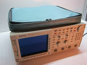 Textronix Tds724a 2 Ch Color Digitizing Oscilliscope W instavu Acquisition