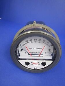 Dwyer 3002 tp Photohelic Pressure Switch gage 0 2 0 Of Water Used
