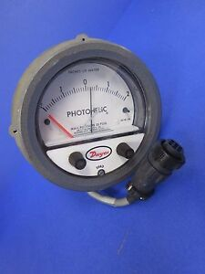 Dwyer 3304 Photohelic Pressure Switch gage 2 0 2 Of Water Used