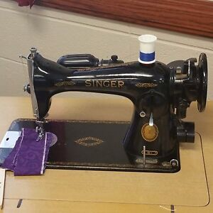 Beautiful Antigue Singer Sewing Machine And Table