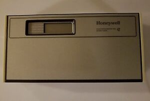 Honeywell T7200b1004 Thermostat And Wallplate For Comm Water Source Heat Pump