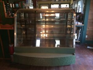 Columbus Showcase Curved Glass 1 3 Refrigerated 2 3 Dry Bakery Case