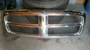 02 03 04 05 Dodge Ram 1500 Front Grille Chrome With Black Inserts Oem