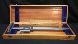Brown Sharpe 586 Vernier 20 Gage Height Caliper In Wooden Case nice Condition
