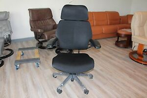 Humanscale Freedom With Headrest In Black With Graphite Base