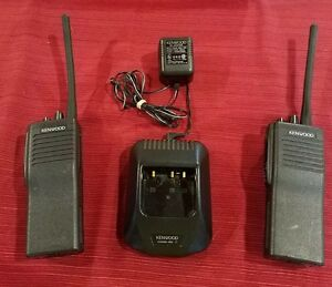 pair Of Kenwood Tk290 Tk 290 Vhf Fm Radio With Charger police Fire Ems Whelen