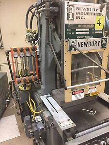 30 Ton Newbury Injection Molding Machine In out Shuttle