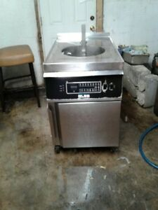 Giles 40 Lb Deep Fryer With Auto Lift Oil Filter System Basket