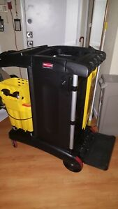 Rubbermaid Cleaning Cart