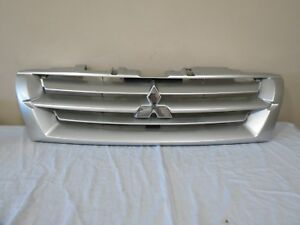 01 02 Mitsubishi Montero Limited Front Upper Radiator Bumper Grille Grill Oem