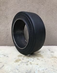 16x6x10 1 2 Forklift Tire Cushion Press on Smooth Black 16x6x10 5 1661012